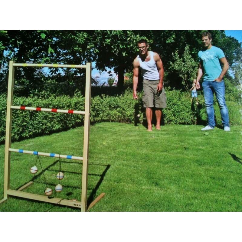lancer de tac jeu de lancer de boules balles sur une chelle en bois. Black Bedroom Furniture Sets. Home Design Ideas